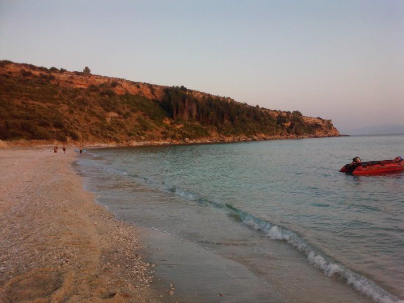 Παραλία Λουρδά - η ανατολική πλευρά πριν το βουνό.