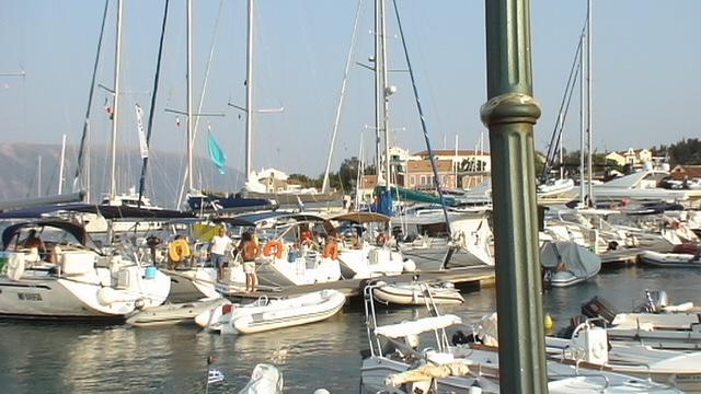 Θέα προς τη θάλασσα στο Φισκάρδο.